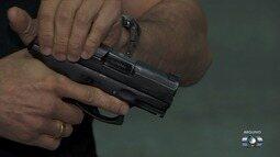 Armas da PM de Goiás começam a ser recolhidas após Ministério do Trabalho detectar defeito