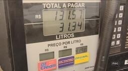 Após preço baixar para refinarias, valor do combustível nos postos não sofre alteração