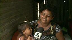 Mulher mora em barraco sem porta com os 5 filhos no AC: 'tenho esperança'