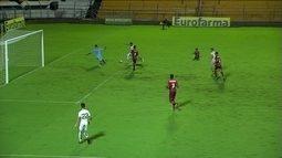 Bruno cruza na área, Sebastian domina e chuta em cima do goleiro aos 28' do 2º tempo
