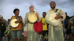 Encontro do Samba reúne integrantes de 13 agremiações em Copacabana