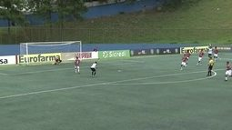 Anderson Cordeiro cabeceia forta mas Nicolas estava atento no gol, aos 16 do 2º tempo