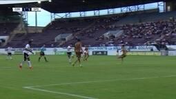 Fabrício Oya bate bonito e assusta o goleiro do Sport, aos 46' do 2º tempo