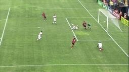 Toty sai na cara do gol, mas não faz, aos 12' do 2º tempo