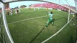 Itaqui solta a bomba e Marcelo Lomba faz grande defesa, aos 20' do 2º tempo
