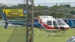 Helicóptero da PM faz pouso de emergência em campo de futebol em Manaus