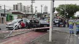 Motorista perde o controle da direção e derruba postes na Avenida Afonso Pena