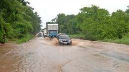 Trechos da BR-262 ficam interditados por causa de chuva em MS