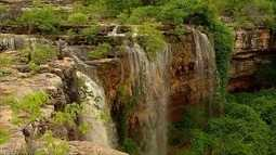 Após três anos, cachoeira do Roncador volta embelezar paisagem de Felipe Guerra