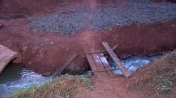 Ponte levada pela chuva há um mês ainda não foi reconstruída em Rio Preto