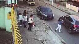 Vídeo registra grupo de mulheres sendo assaltado em Niterói