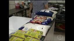 ONGS e torcidas de time de futebol se unem e doam alimentos e roupas aos moradores de rua