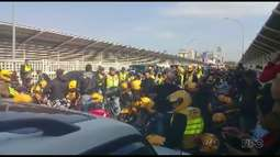 Mototaxistas fecham a Ponte Internacional da Amizade