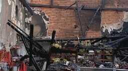 Incêndio destrói bar e atinge dois imóveis no Centro de Urupês