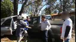Imagem mostra confusão entre bombeiro e pai de vítima de acidente