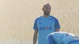 Cruzeirenses vivem a expectativa pela estreia de Barcos no clássico diante do América-MG
