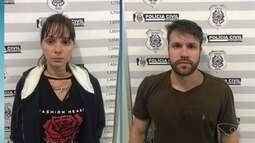 Casal suspeito de tráfico de drogas é preso em casa, em Vitória