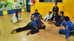 Futebol, artes marciais e música favorecem integração e rendimento escolar