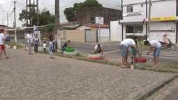 Moradores de Bayeux, na Paraíba, recuperam áreas de praças na cidade