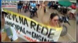 Professores em greve de Concórdia protestaram pelas ruas da cidade