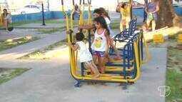 Academias em praças públicas estão sendo usadas irregularmente por crianças; veja riscos