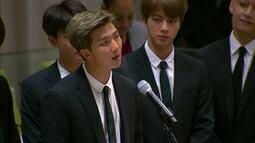 Em discurso, grupo de K-pop BTS pede para os jovens se aceitarem como são