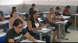 Dezoito professores voluntários da capital se juntaram para ajudar quem vai fazer Enem.