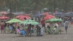 Turistas aproveitam praias da região no feriado da padroeira do Brasil
