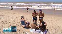 Turistas aproveitaram o tempo bom e lotaram as praias de São João da Barra