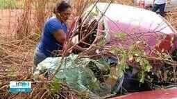 Homem fica ferido após carro capotar e bater em árvore no sul do Tocantins