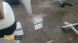 Vazamento de água de esgoto atinge salas de pronto socorro de Santa Bárbara d'Oeste