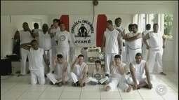 Em Avaré, a capoeira ajuda pessoas com algum tipo de deficiência intelectual