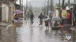 Ruas de Mongaguá ficam embaixo d'água durante chuva