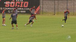 Técnico do Vitória deve ter desfalque em jogo contra o Corinthians, no domingo (21)
