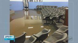 Moradores e comerciantes contabilizam prejuízos após chuva em Vargem Grande do Sul, SP