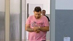 Dupla é presa acusada de roubar e adulterar documentos de veículos