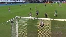 Fluminense vence o Atlético-MG e mantém vivo o sonho da vaga na Libertadores