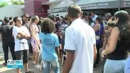 Pai e filho mortos em assalto no Ceará são enterrados no Sertão de Pernambuco