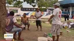 Imigrantes Venezuelanos acampam debaixo de viaduto em Manaus