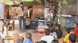 Instrumentistas de São Carlos reaproveitam recicláveis para ensinar música para crianças