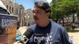 Van mostra atrativos do turismo no Espírito Santo para turistas mineiros em Juiz de Fora
