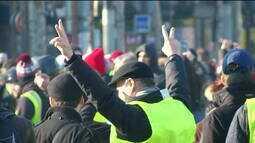 Pelo quinto sábado seguido, franceses protestam contra o governo