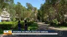 Vistoria sobre árvores da Praça Getúlios Vargas, em Nova Friburgo, é realizada