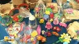 Associação comunitária do Agreste arrecada materiais para produção de artesanatos