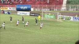 Gol do Toledo! Eduardo manda para o gol, sem chances para o goleiro Simão!