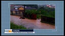 Chuva intensa alaga ruas em Itapecerica