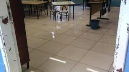 Escola fica alagada sempre que chove forte em Santos, SP