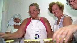 Cooperativa de mulheres pescadoras de Arraial do Cabo, RJ, fazem receitas com peixe