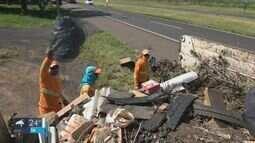 Em um ano, mais de 500 toneladas de lixo são recolhidos de duas rodovias da região