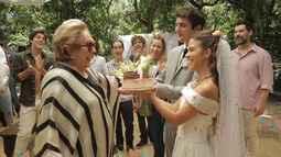 Aracy Balabanian recebe homenagem no dia que completa 56 anos de carreira